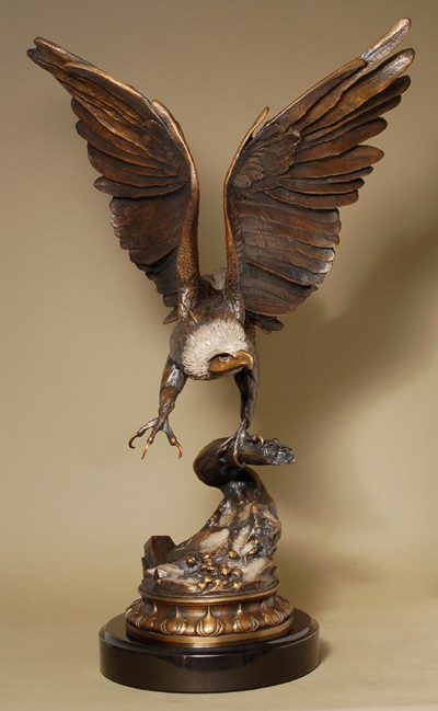 MAGNIFICENT AMERICAN EAGLE BRONZE SCULPTURE